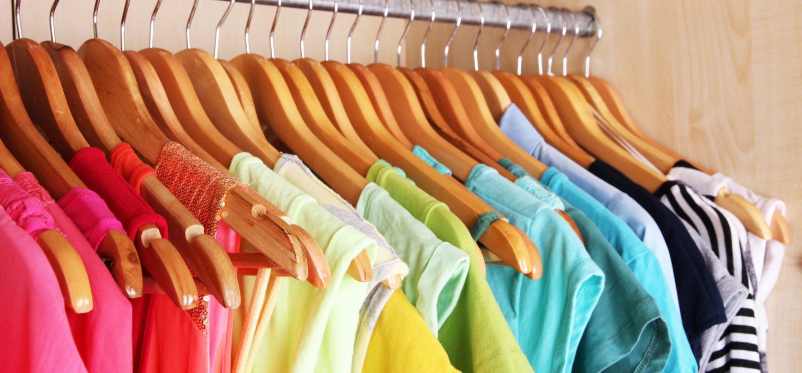 Odczarowanie szarości: kolorowy strój
