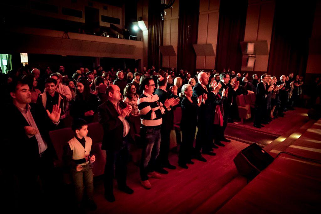 Francuska muzyka pop na żywo – koncert Lucasa Reynalda